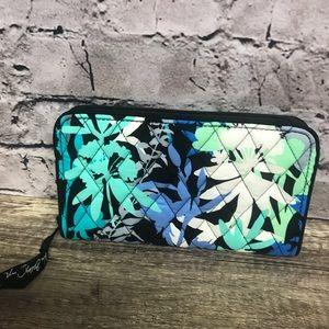 Vera Bradley zip wallet clutch organizer